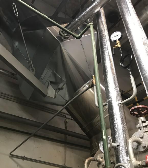 Instalacja odzysku ciepła ze spalin gazowego kotła parowego o mocy 3400 kW, zainstalowanego w kotłowni zakładu PACKPROFI Sp. z o.o. Kolonowskie